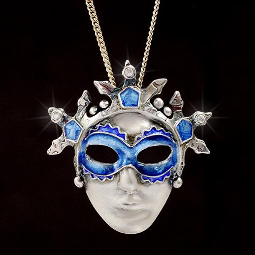 """""""Cerulian Mask"""" Kettenanhänger aus Silber und Email"""